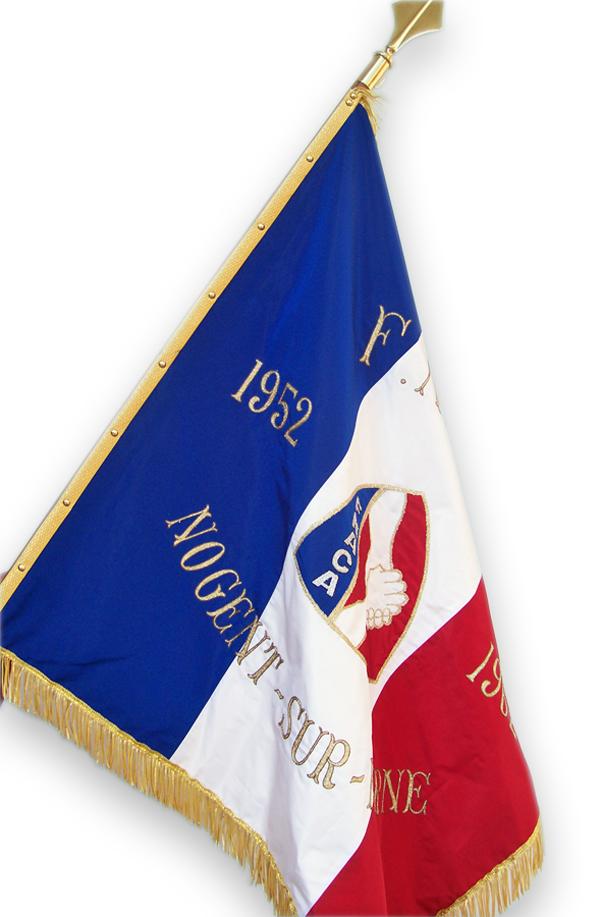 drapeau de la France - drapeau brodé sur hampe avec motif