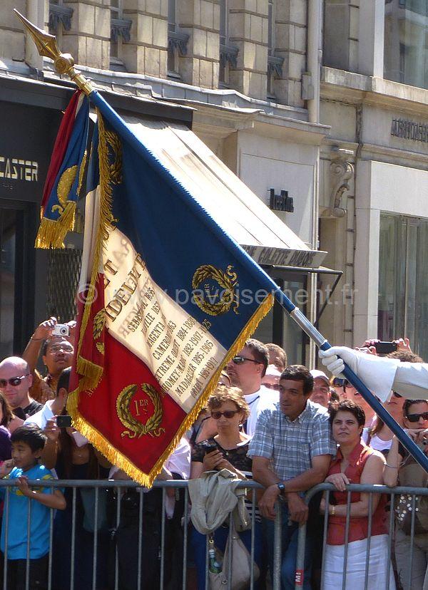 Drapeau de la France unité militaire : défilé du 14 juillet